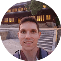 Director of Cryoniq cryotherapy manufacturer in front of Korean palace